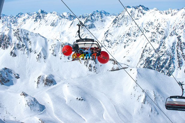 A LIFESTYLE ISLAND FOR WINTER SPORTS ENTHUSIASTS - ©The Tyrolean ski resort of Ischgl is a real Alpine lifestyle metropolis: from the finest skiing to concerts feat. global stars, entertainment, top-quality shopping and culinary treats.
