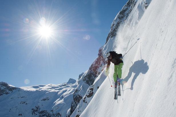 """De """"Langer Zug"""": diepzwarte geprepareerde skiroute in Lech"""