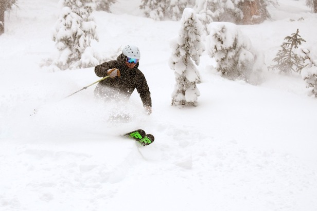 Mountain Nomads Owner Eric Rasmussen shreds some Wolf Creek powder.