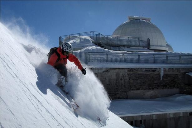 A vous la poudreuse à 2877m d'altitude, au sommet du Pic du Midi...