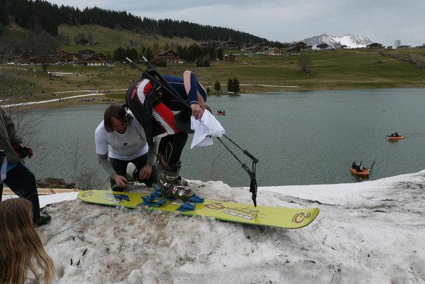 L'objectif du Défi Foly : s'amuser, se faire plaisir et tenter de skier sur l'eau...