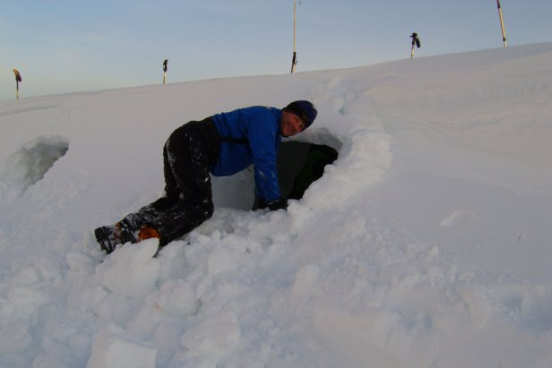 Preparing our bed for the night - Snow holes in Cairngorm - ©Mountain and Sea Guides