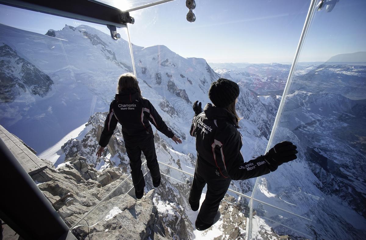 Vyhlídka Step Into The Void (Krok do propasti) ve francouzských Alpách