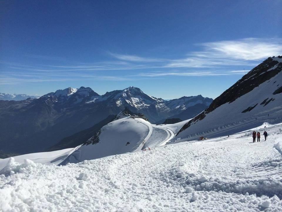 Letní lyžařské středisko v Saas Fee, Švýcarsko