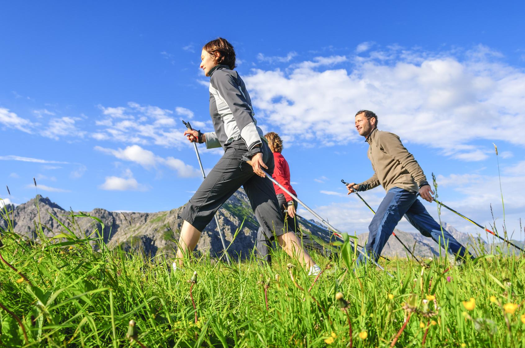 Nordic walking je zábavná a navyše veľmi prospešná aktivita, ktorá ľahko zapadne do vášho tréningového plánu