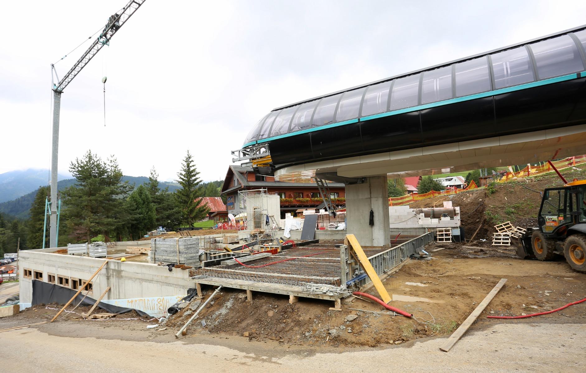 Výstavba nástupnej stanice novej kabínovej lanovky v Bachledke napreduje
