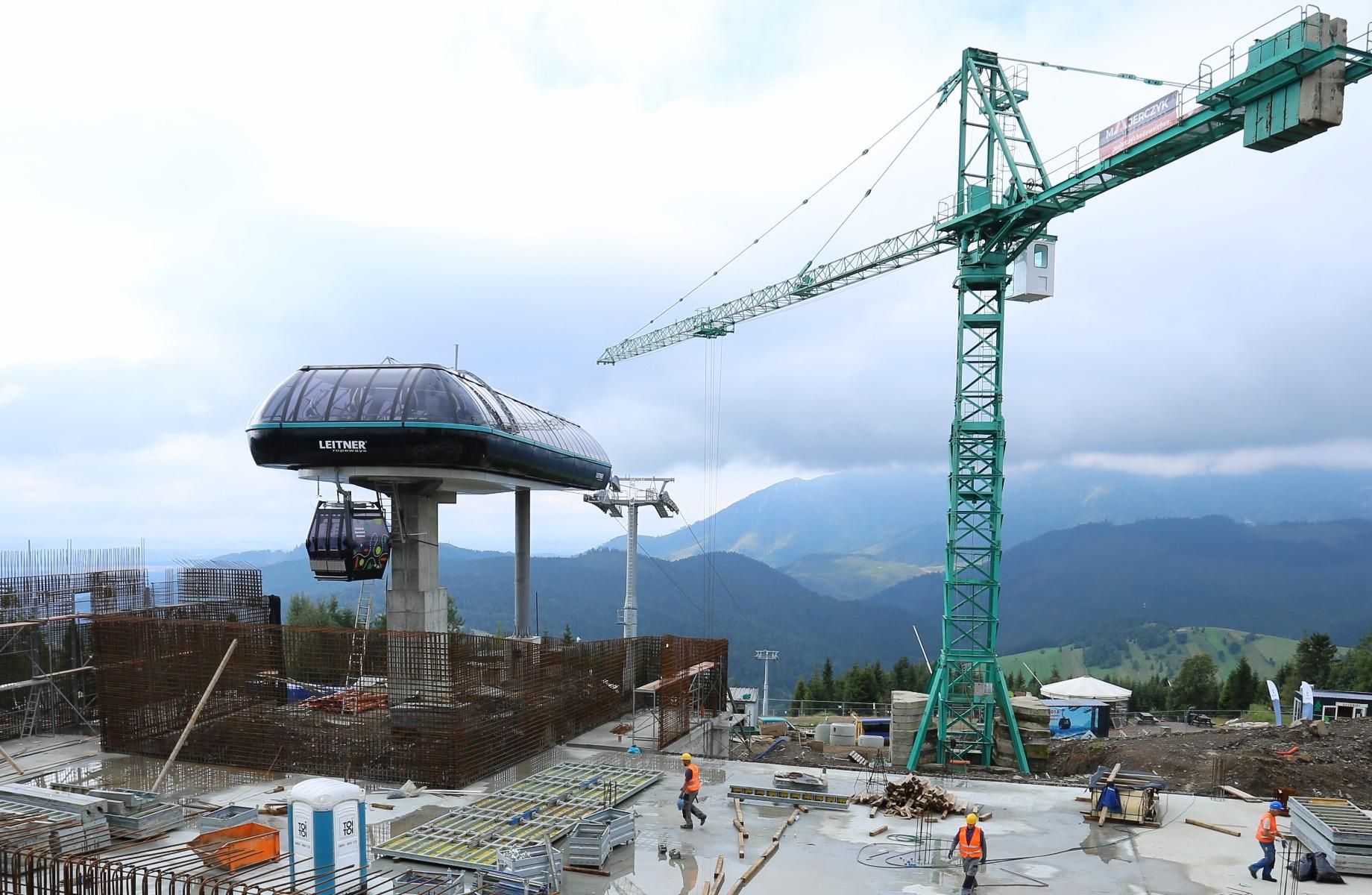 Výstavba výstupnej stanice novej kabínovej lanovky v Bachledke napreduje