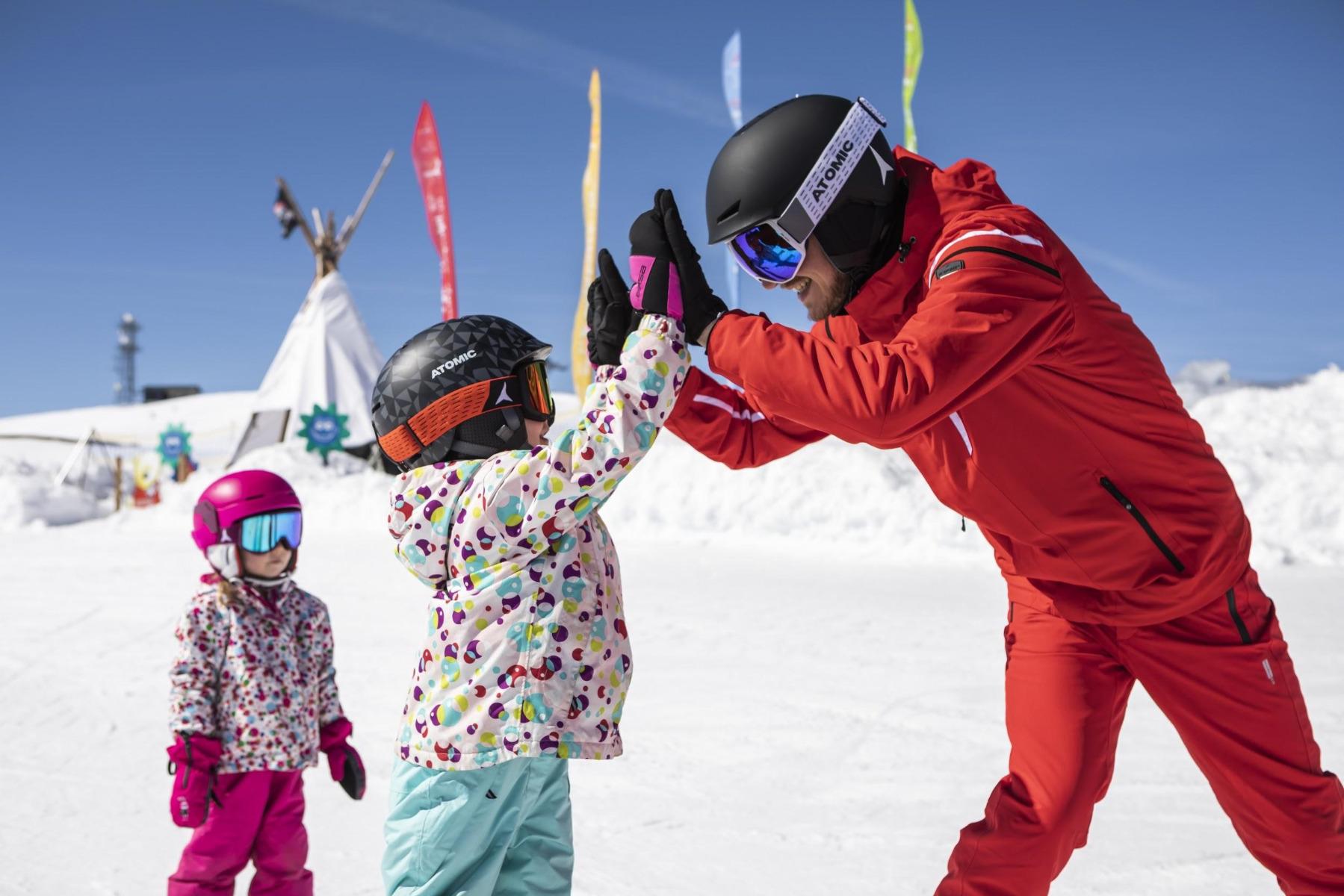 Wer sich rechtzeitig um den Skikurs kümmert, kann sich die besten Angebote vorab sichern