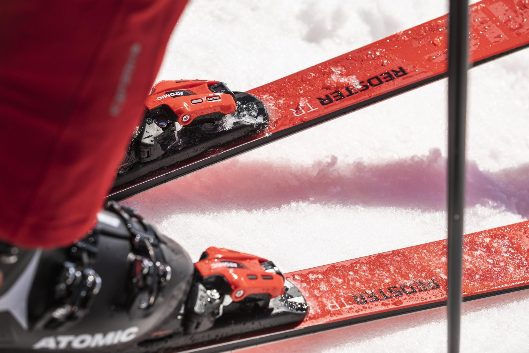 Auch wer keine eigene Skiausrüstung besitzt, kann das Skifahren lernen