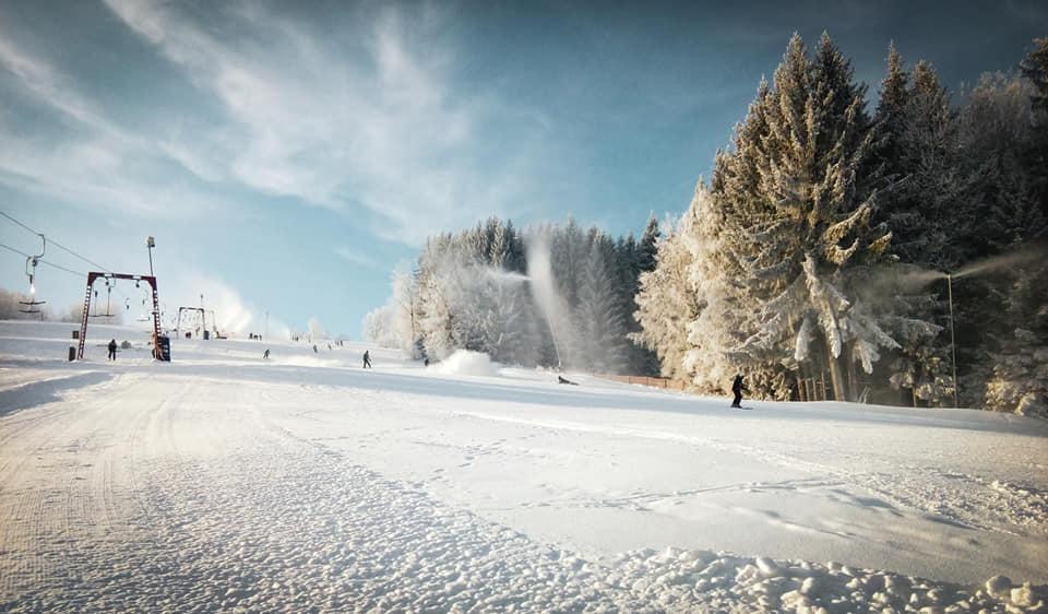 Skvělé lyžařské podmínky ve skiareálu Kamenec v Jablonci nad Nisou