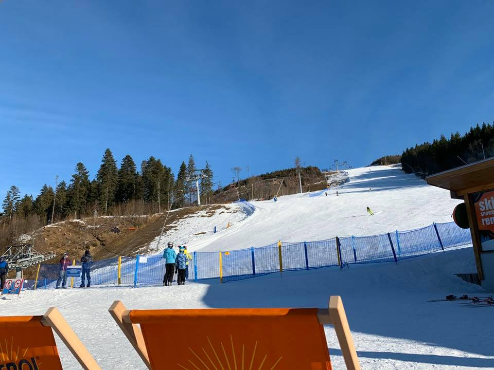 Slnečná lyžovačka v Oraviciach - Meander Skipark 23.1.2020