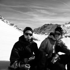 Ghiacciaio Stubai - Triplo cork su sci e snowboard dei fratelli Bråten - ©Øystein Bråten