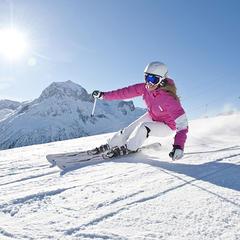 Accrocheurs, agiles et véloces... les skis de piste taillent la route ! - ©HEAD / DL