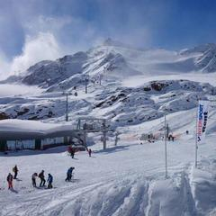 October skiing at the Pitztal glacier, Austria - ©Pitztaler glacier