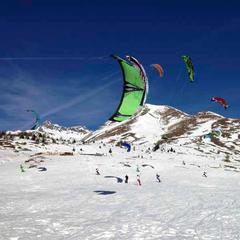 Snowkitting na sněžných pláních