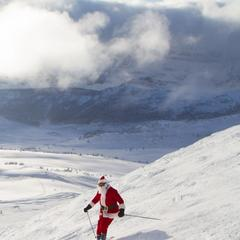 Santa visits Sunshine Village resort in Alberta, Canada - ©Sunshine Village Resort