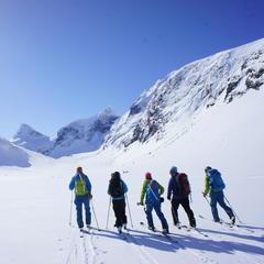 På vei mot Store Ringstind - ©Frida Gillberg / Norgesguidene