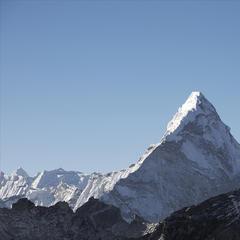 Die Ama Dablam wird im Zusammenhang mit schön geformten Bergen immer wieder genannt - ©féileacán