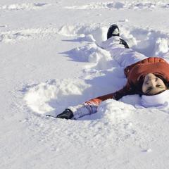 Den bekannten Schneeengel macht jedes Kind gern - © Bayern Tourismus