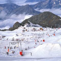 Vue d'ensemble du snowpark des 2 Alpes - ©Kathy Ribier