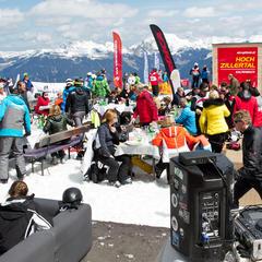 Partystimmung beim Winzer Wedel Cup - © www.schultz-ski.at