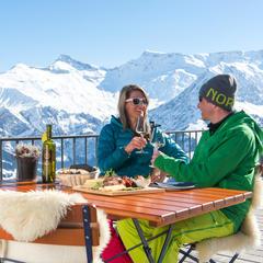 Snažte se využít propagačních akcí, kterými se lyžařská střediska snaží přilákat konkrétní skupiny návštěvníků v přesně určeném termínu. Sleva se může v některých případech vyšplhat až na 50 procent. - © Adelboden Tourismus / Stephan Boegli