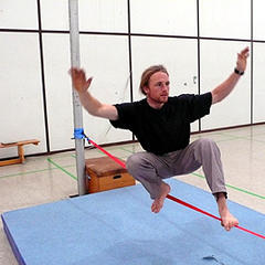 Slackline in der Halle - ©Alpinstil