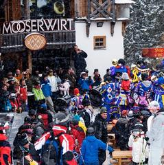 Crowds gather outside the Mooserwirt in St Anton - © St. Anton am Arlberg