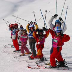Les cours collectifs, un moyen efficace de voir progresser votre enfant en ski - © S.Lerendu - Avoriaz Tourisme
