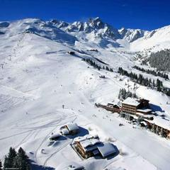 Looking down at Hotel Courcheneige - Bellecote piste, Courchevel