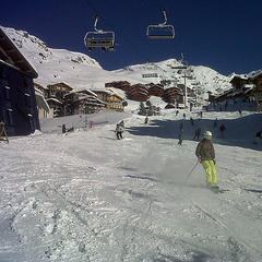 Skiing through town in Val Thorens