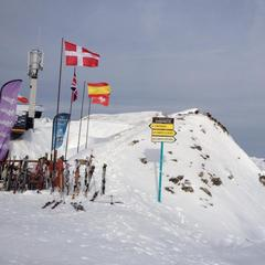 Franco-Swiss border at the top of the 'Swiss Wall' run, Portes du Soleil.  - ©Alexandre Rebaut