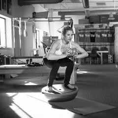 Ook topatlete Amie Engebretson doet fitnessoefeningen ter voorbereiding op het skiën - ©Weston Walker
