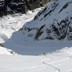 Carving through powder on Chamonix's  Vallée Blanche - ©SCOTT