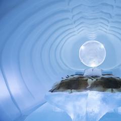 Nocľah na snehu: v stanoch, v iglu a v ľadových hoteloch - ©Paulina Holmgren/William Blomstrand/Andrew Winch/Ice Hotel