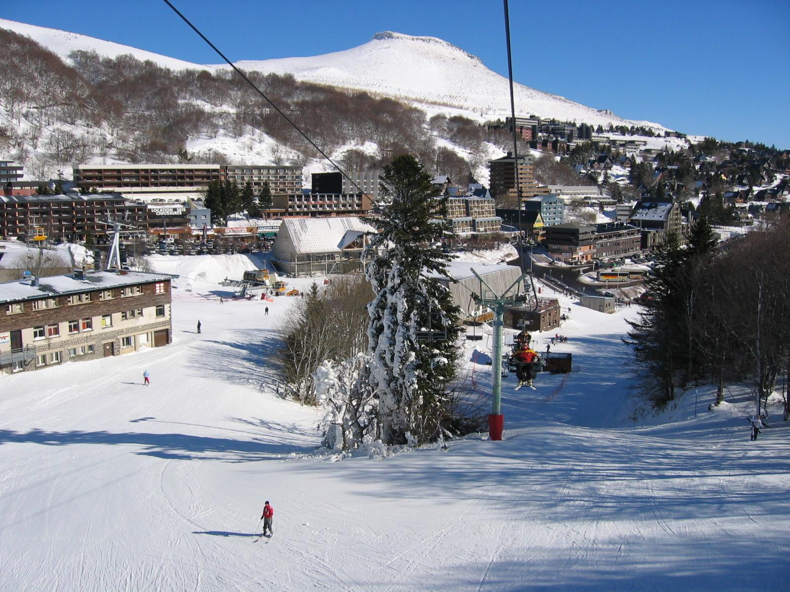 Avec 70 cm de neige en bas des pistes, le retour skis aux pieds est encore assuré à Besse Super Besse